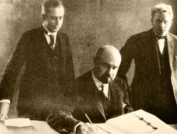 Galvanauskas pasirašo Klaipedos sutarti